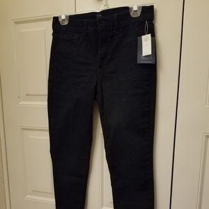 Capri length, size 29 dark denim Gap jeans